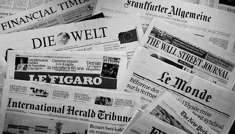 newspapers-bw